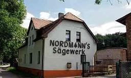 Die Geschichte des Sägewerks Stangerode geht zurück bis ins Jahr 1890. Manfred Nordmann konnte den Betrieb 1992 von der ehemaligen Treuhandanstalt erwerben. FOTOS: DOREEN FISCHER